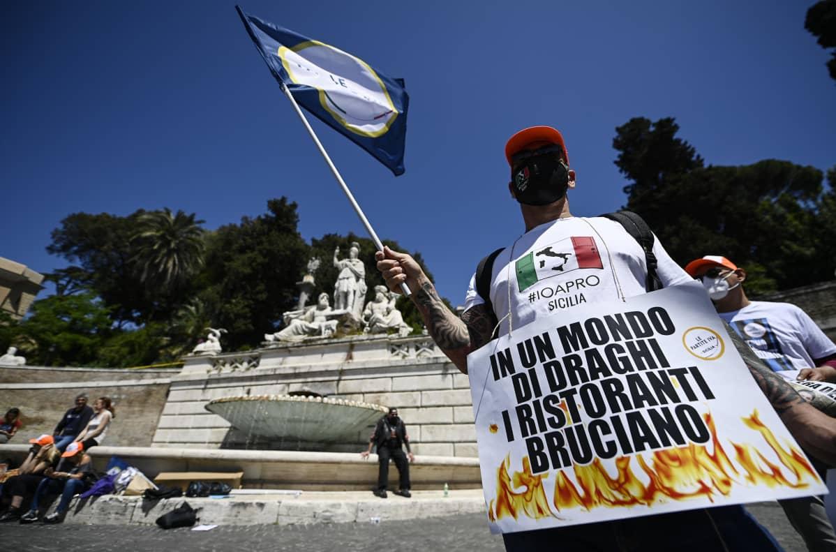 Mielenosoitus Roomassa.
