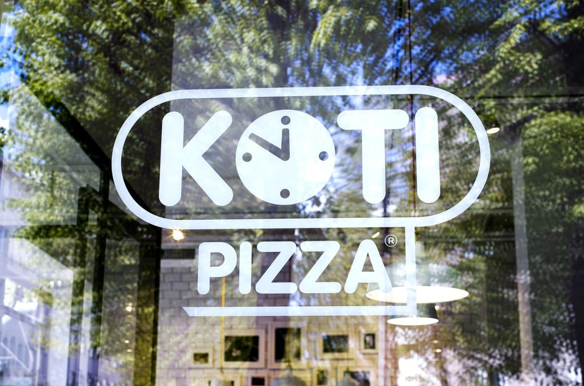Kotipizzan logo ikkunassa.