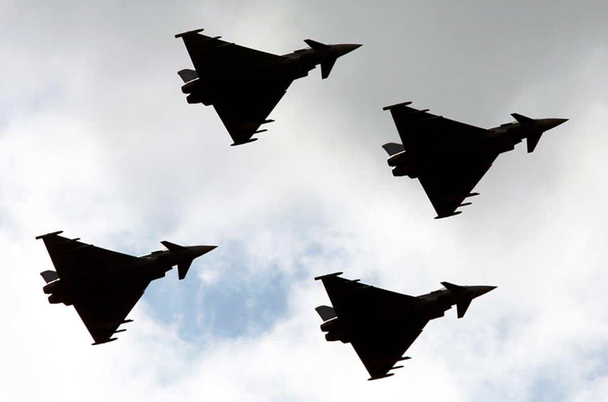 Saksalaisia Eurofighter-hävittäjiä.