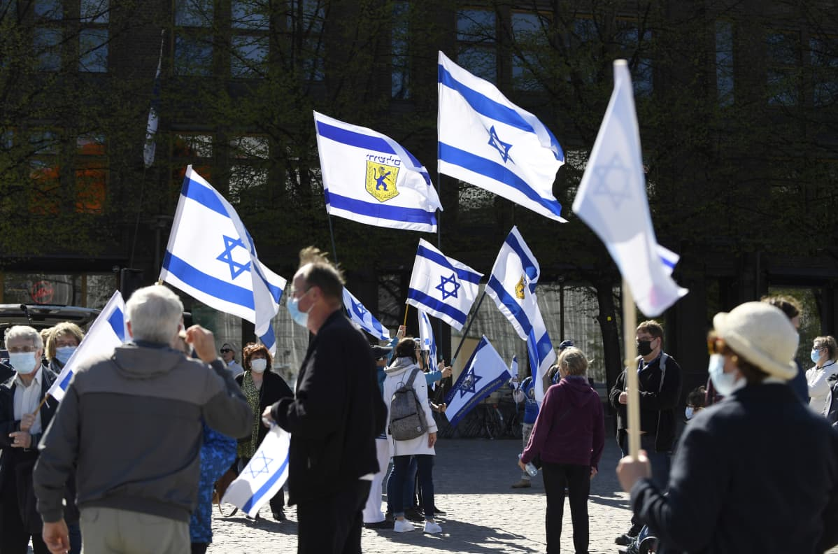 Pro Israel -mielenilmaus Paasikivenaukiolla.