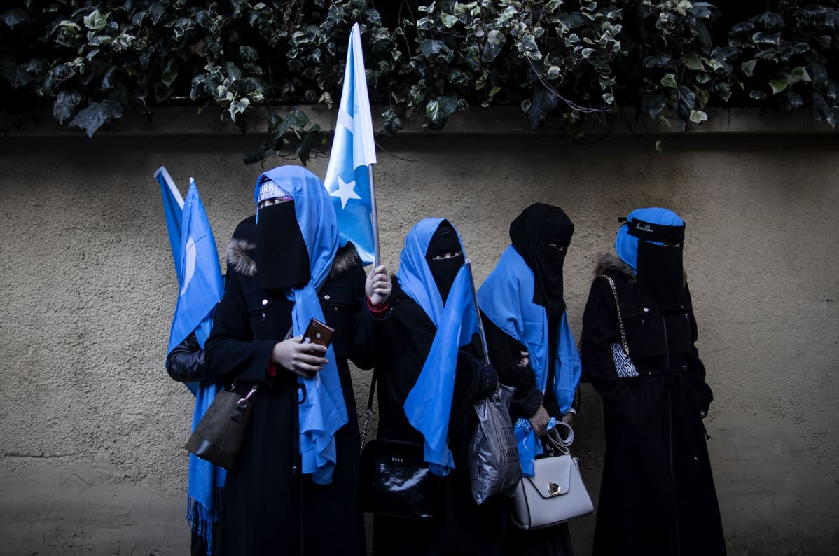 Kuvassa on protestoivia uiguurinaisia Turkissa joulukuussa 2019.