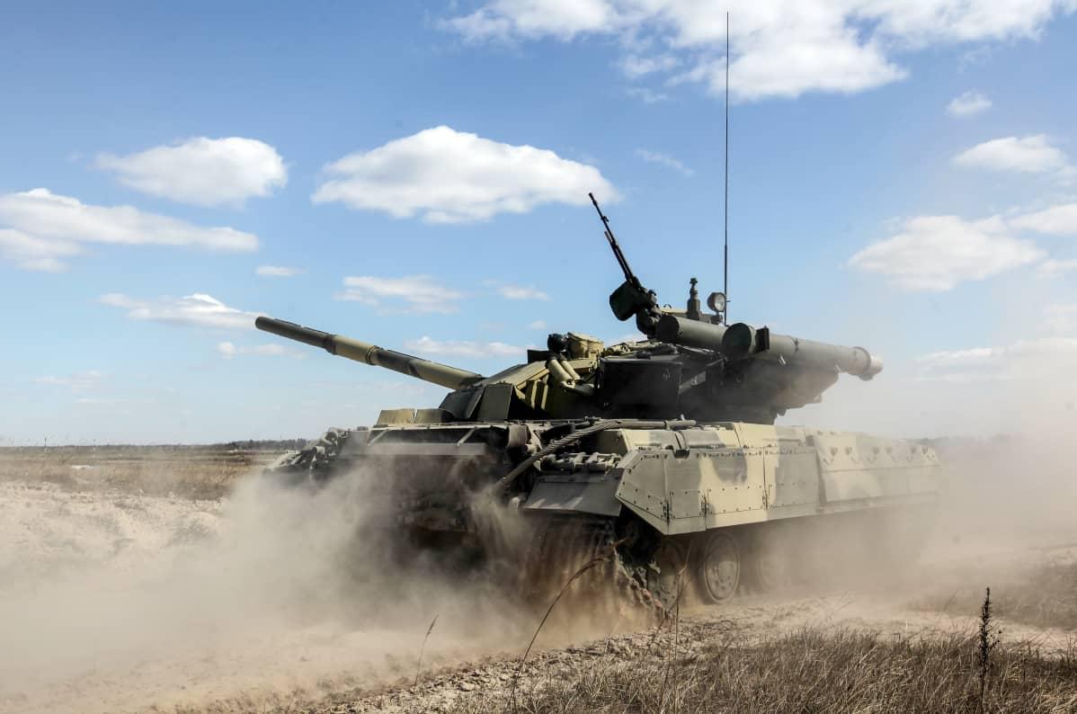 Ukrainan armeija laajassa sotaharjoituksessa 2.4.2014.