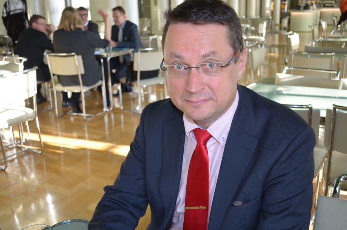 Kansanedustaja Mika Kari.