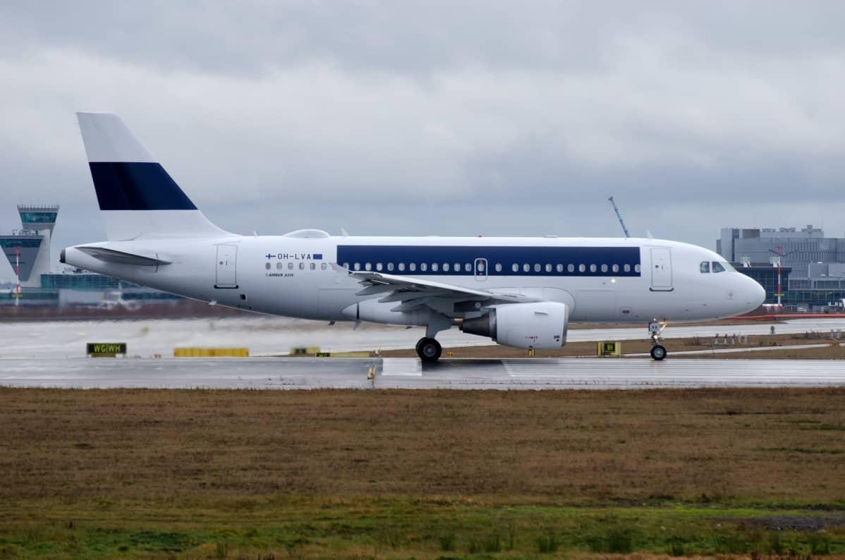 Finnairin Airbus A319 lähdössä romutettavaksi