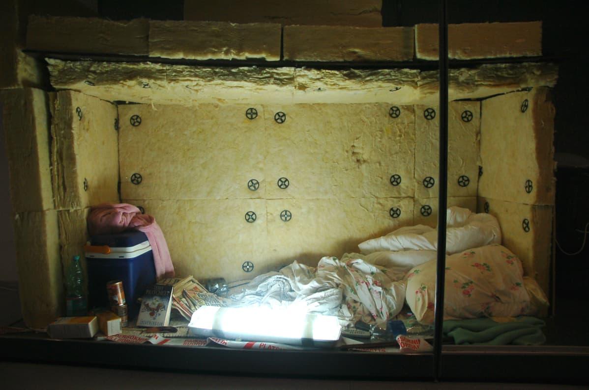 Rikosmuseon suurimpia yksittäisiä esineitä on palanen vankityrmästä, jonka vuoden 2009 Turun panttivankitapauksen sieppaaja uhrilleen rakensi.