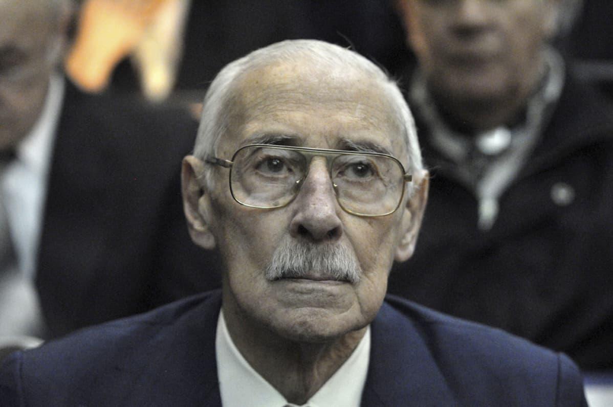 Jorge Rafael Videla lähikuvassa