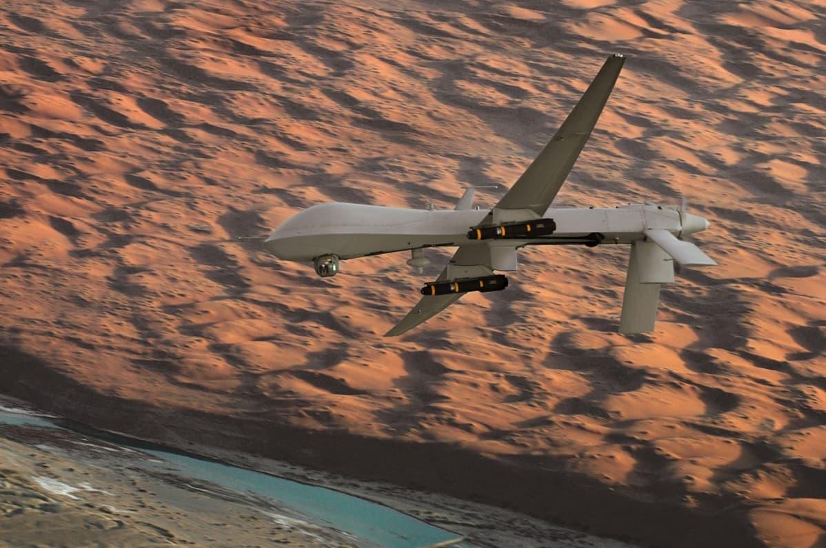 Hellfire-ohjuksilla aseistettu miehittämätön Predator-lennokki taistelulennolla Etelä-Afganistanissa vuonna 2008.
