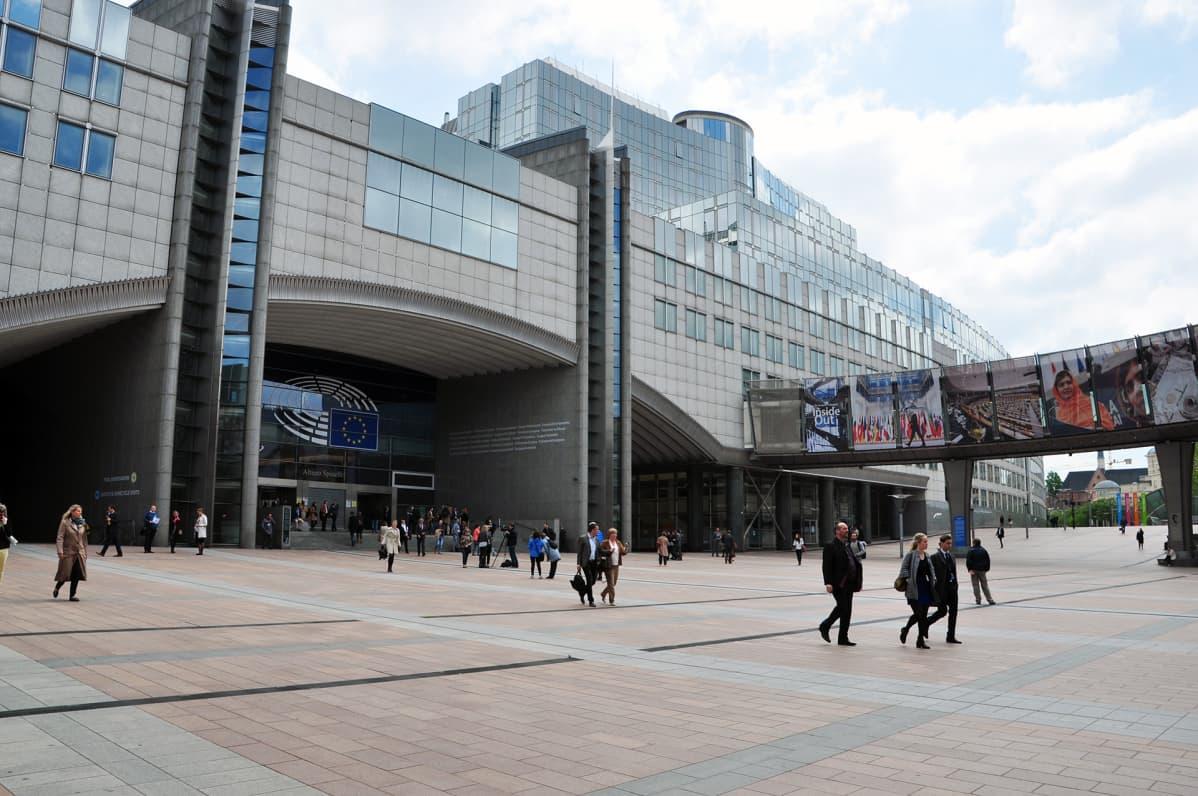 Euroopan parlamentin sisäänkäynti.