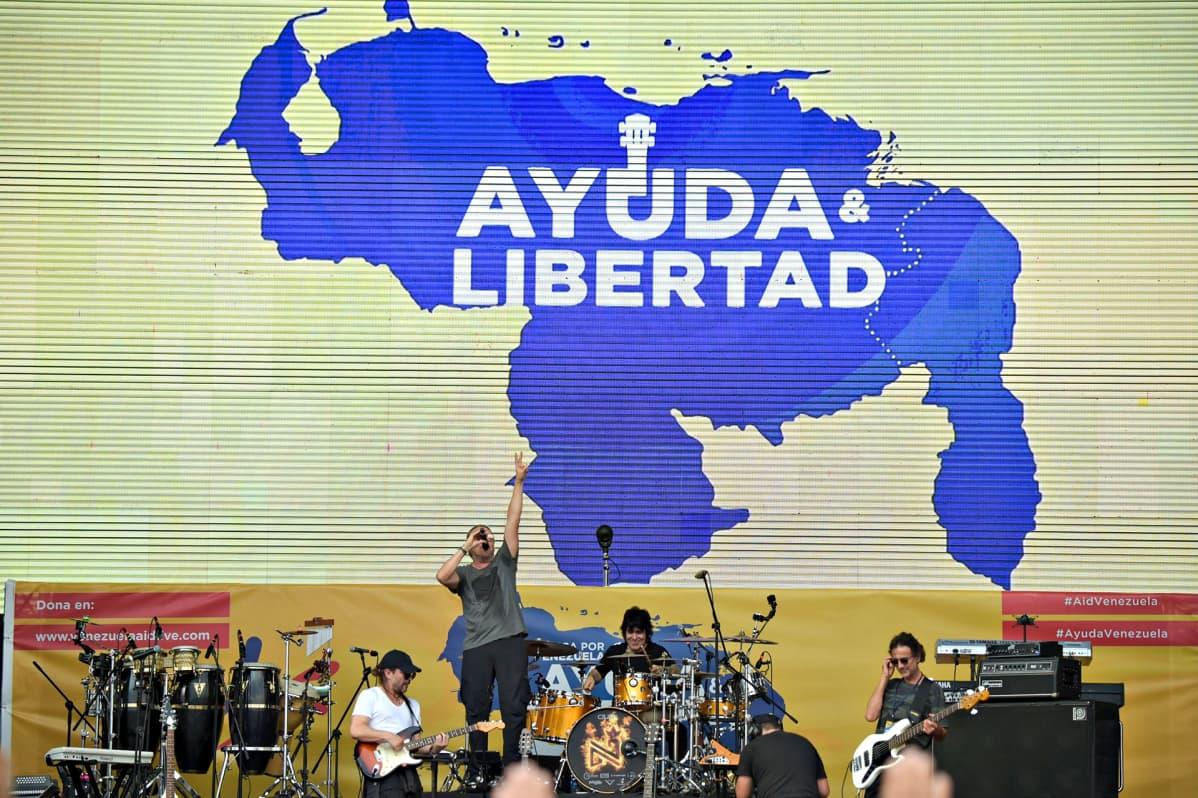 Meksikolainen Mana-yhtye esiintyi Venezuela Aid Live -konsertissa Kolumbian Cucutassa 22. helmikuuta.