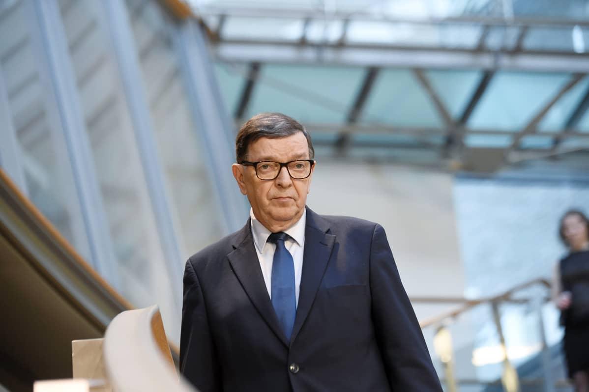 Paavo Väyrynen eduskuntavaalien tulosillassa Pikkuparlamentissa.