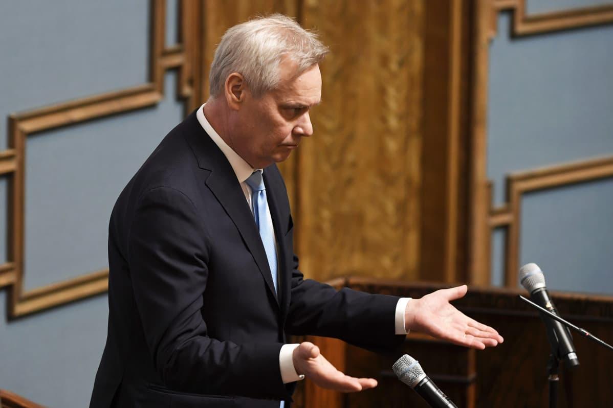 Puhemiehenä toimiva Antti Rinne valtiopäivien avajaisssa eduskunnan istuntosalissa