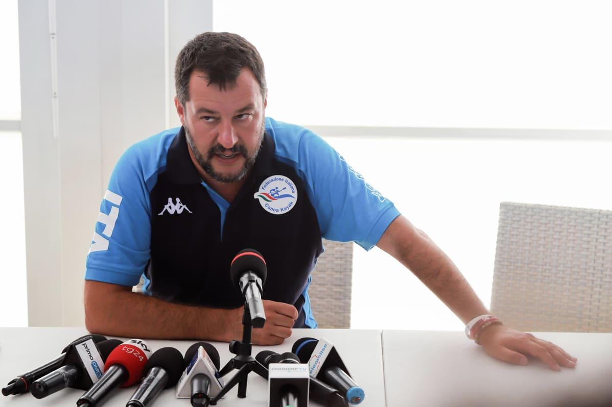 Matteo Salvini  lehdistötilaisuudessa 9. elokuuta Termolissa, Italiassa.