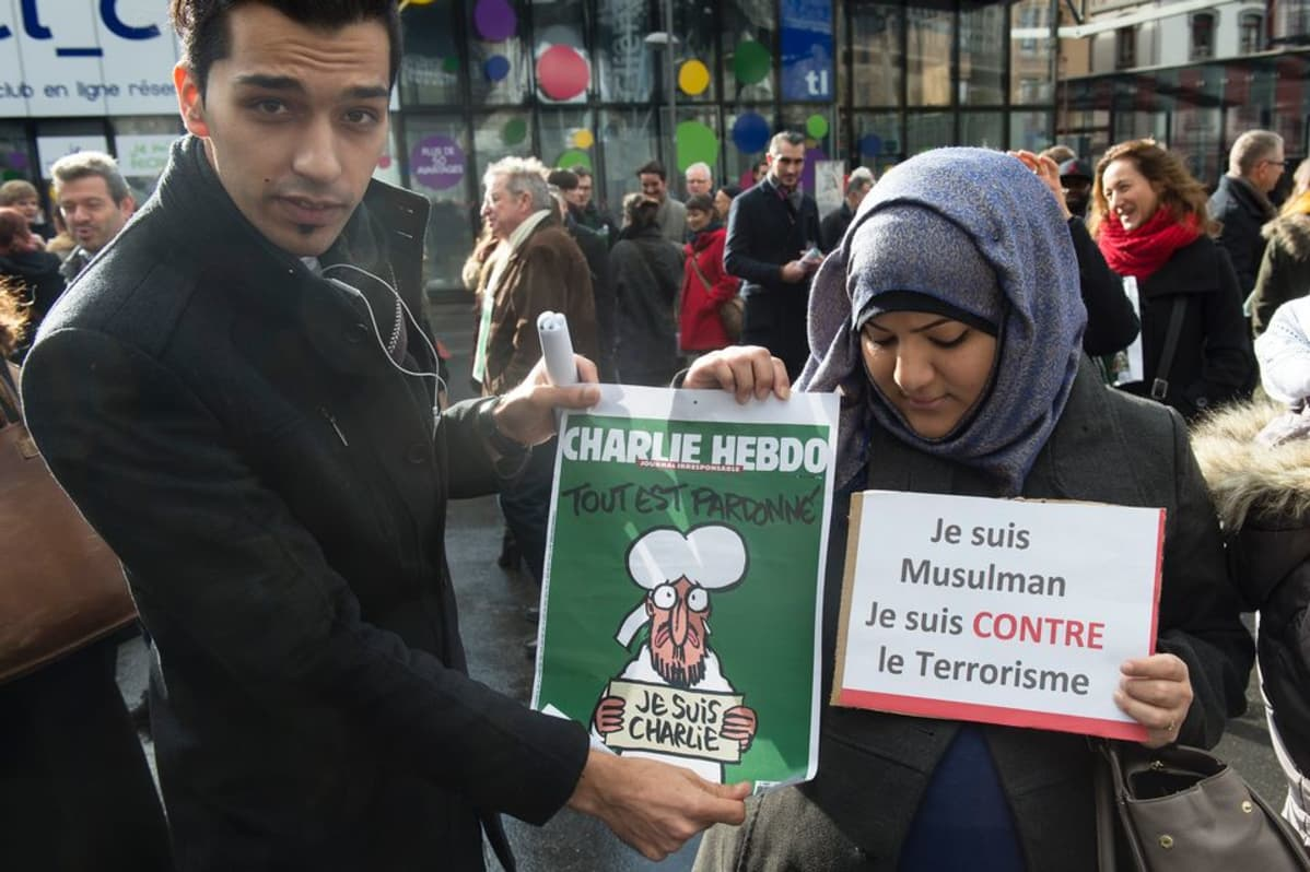 Lausanne 14.1.2015 muistomielenosoitus Pariisin terrori-iskun uhreille.