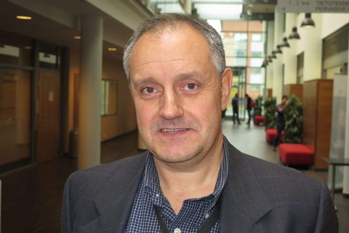 Professori Atanas Gotchev Signaalikäsittelyn laitoksella Tampereen Teknillisellä Yliopistolla.