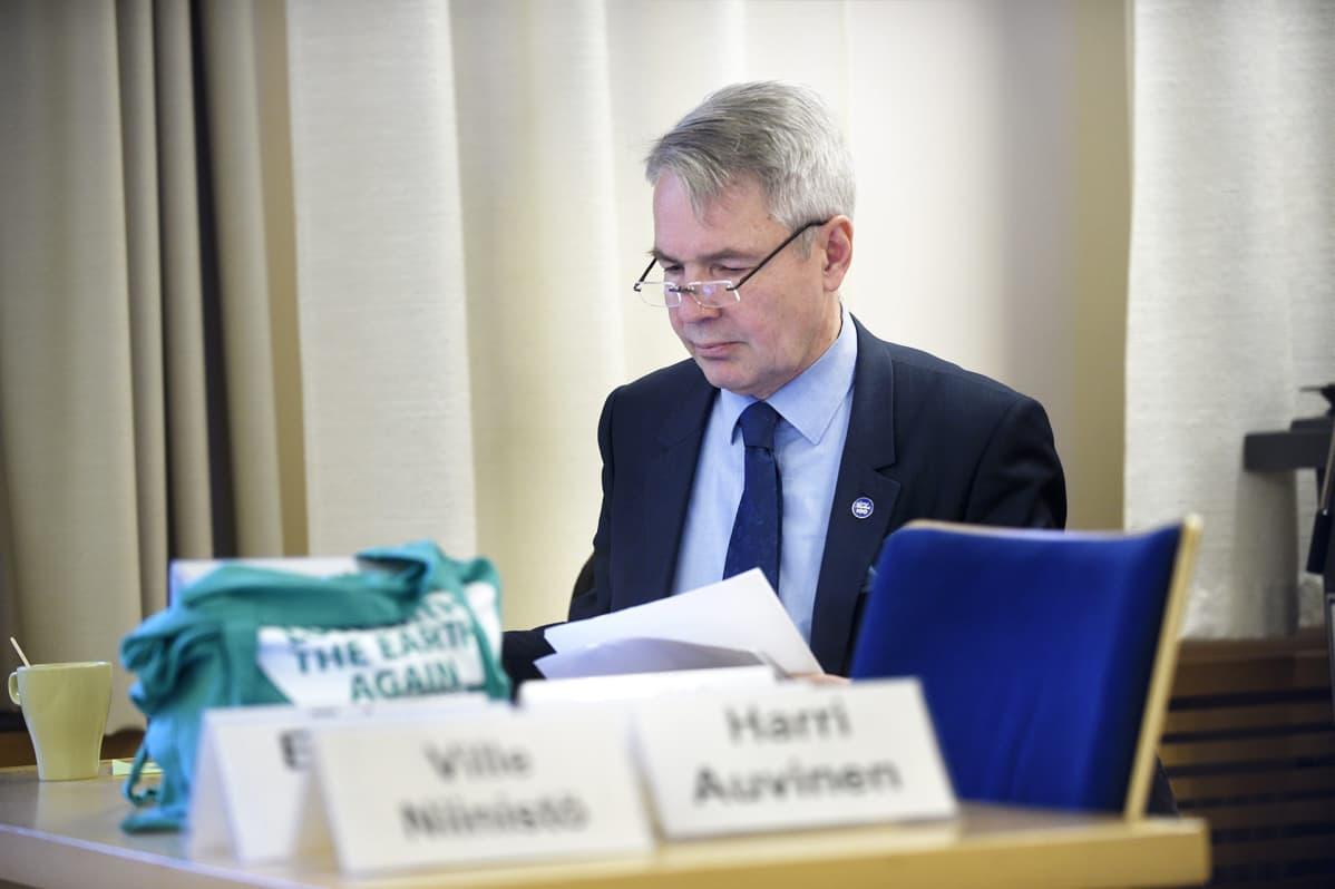 Pekka Haavisto viimeisteli puhettaan, jonka hän piti vihreiden puoluevaltuuskunnan kokouksessa Lohjalla sunnuntaina 12. helmikuuta.