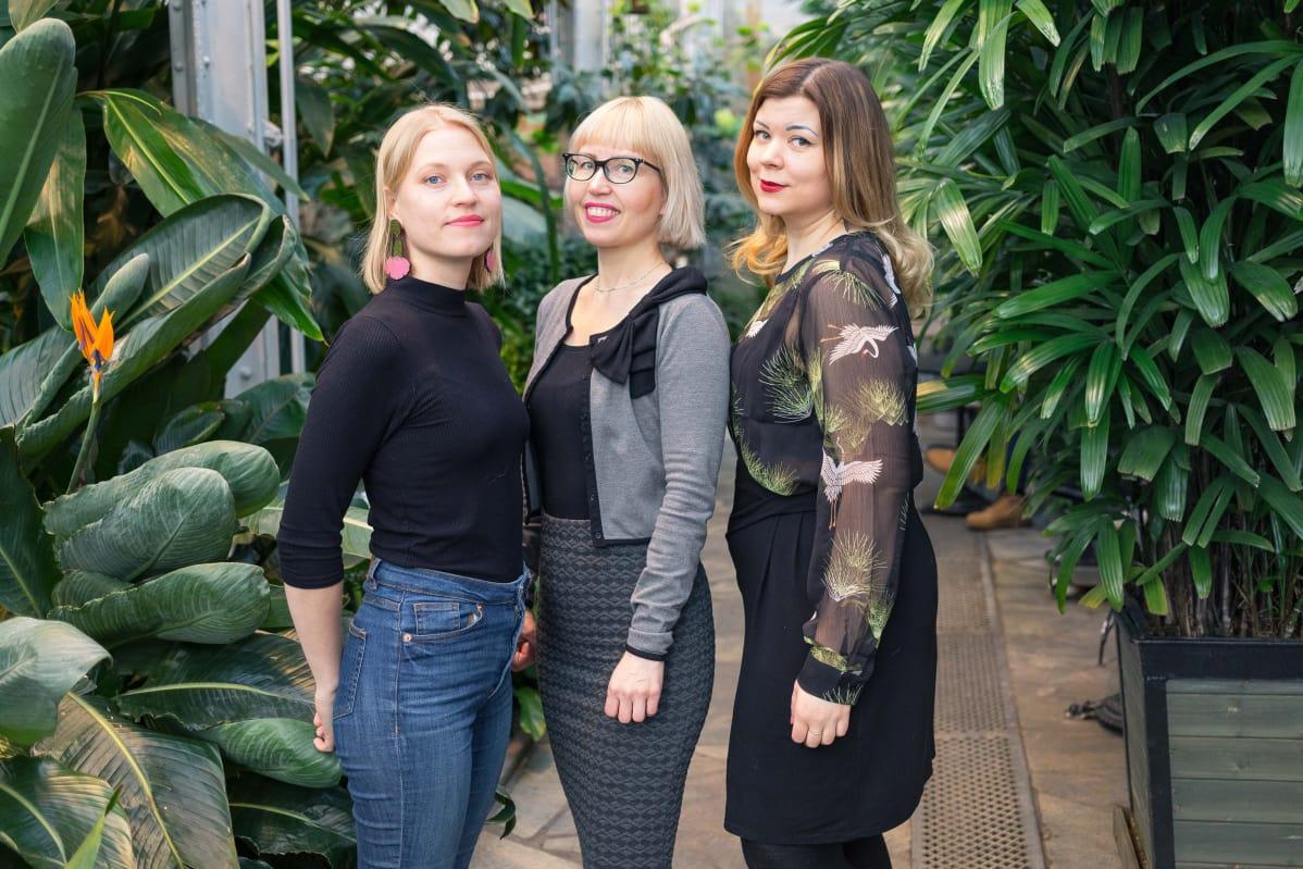Punaisten lyhtyjen Helsinki -kirjan kirjoittivat Iisa Aaltonen, Katja Tikka ja Elina Maaniitty.