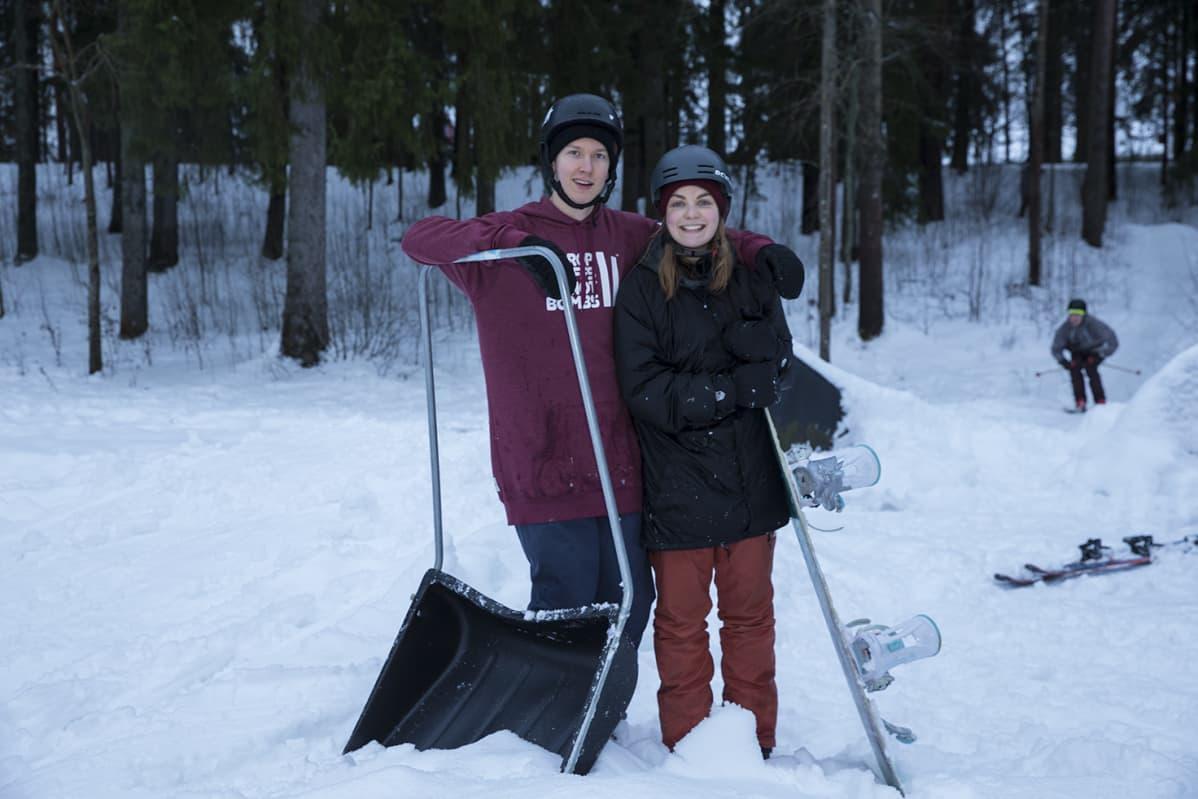 Freeskilaskijat Juho ja Olga Kilkki.