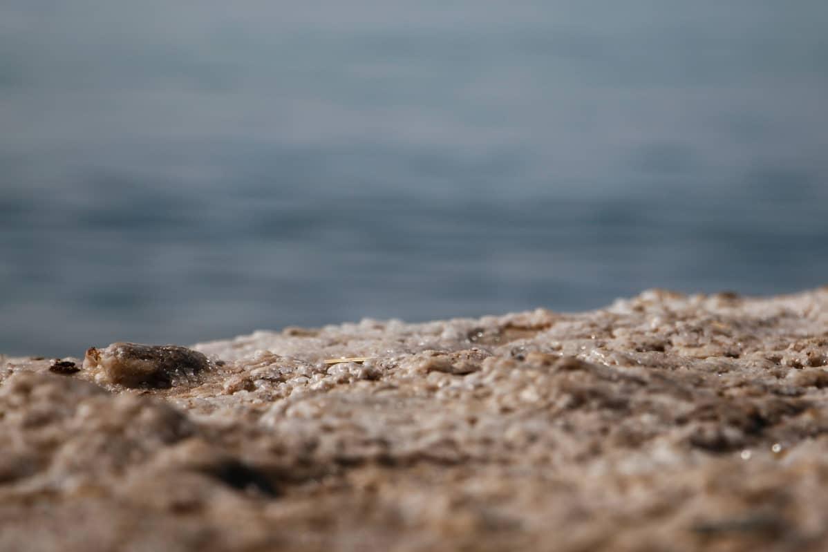 Suolahippuja Kuolleenmeren rannalla