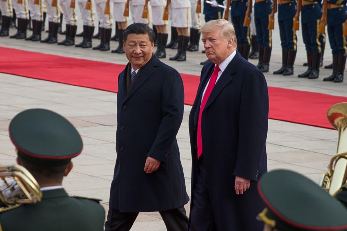 Kiinan presidentin Xi Jinpingin mukaan uusi silkkitie on puhtaasti taloudellinen hanke, jonka päämäärä on luoda vaurautta ja vakautta. Yhdysvaltojen presidentti Donald Trump ei ole ottanut julkisuudessa selvää kantaa Kiinan miljardihankkeeseen.
