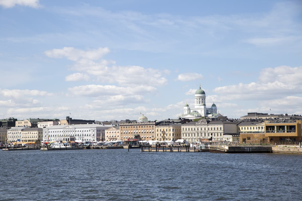 Helsinki Suomenlinnan lautalta kuvattuna.