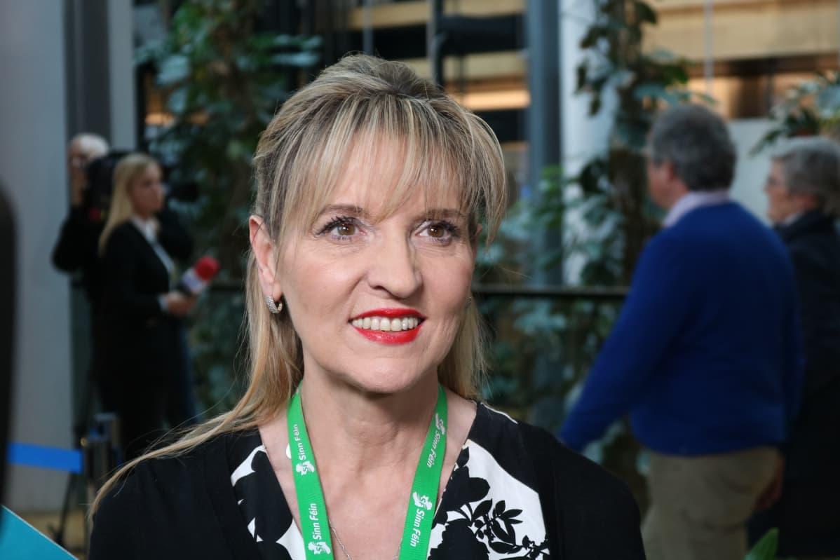 Pohjoisirlantilainen Martina Anderson edustaa tasavaltalaista Sinn Féin -puoluetta.