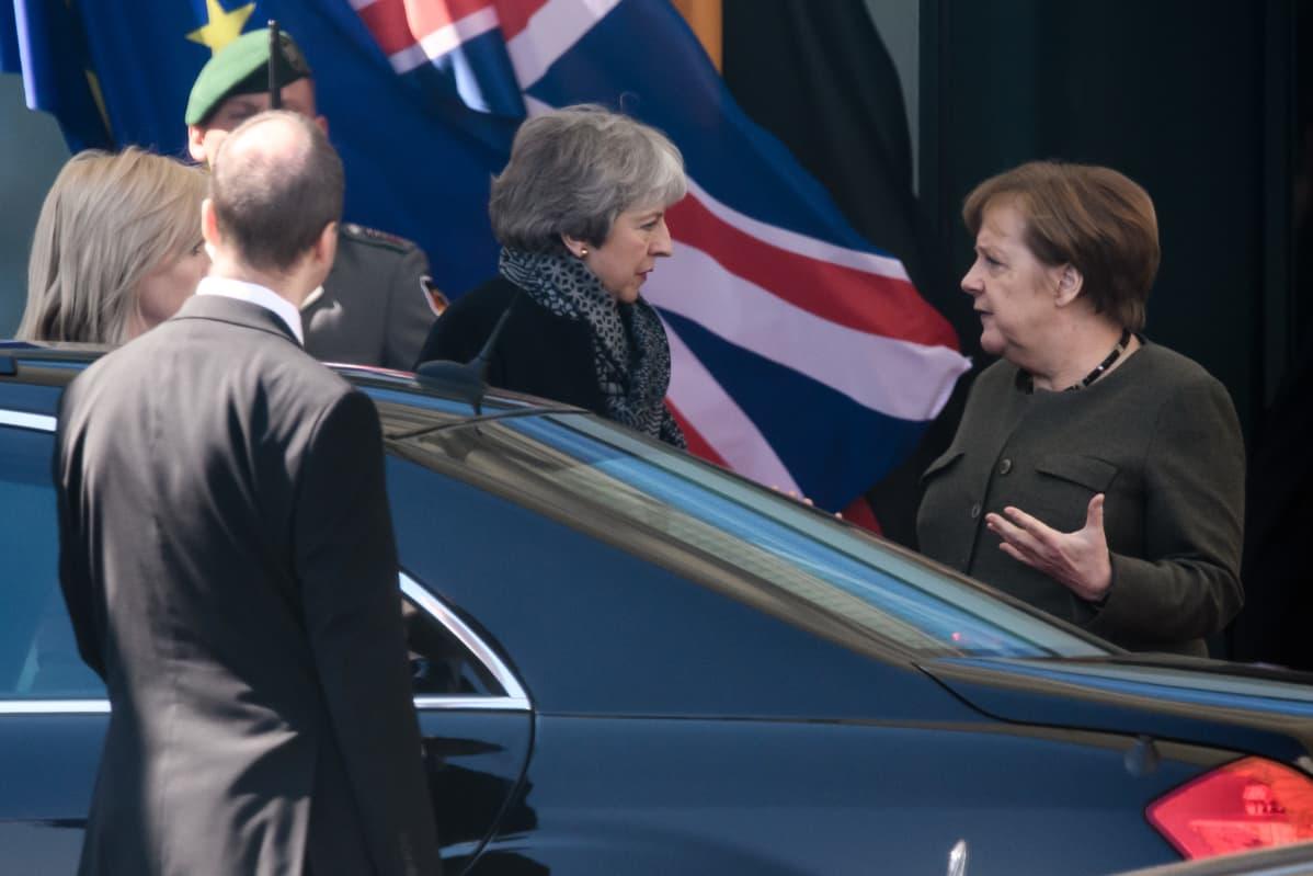 Britannian pääministeri Theresa May ja Saksan liittokansleri Angela Merkel.