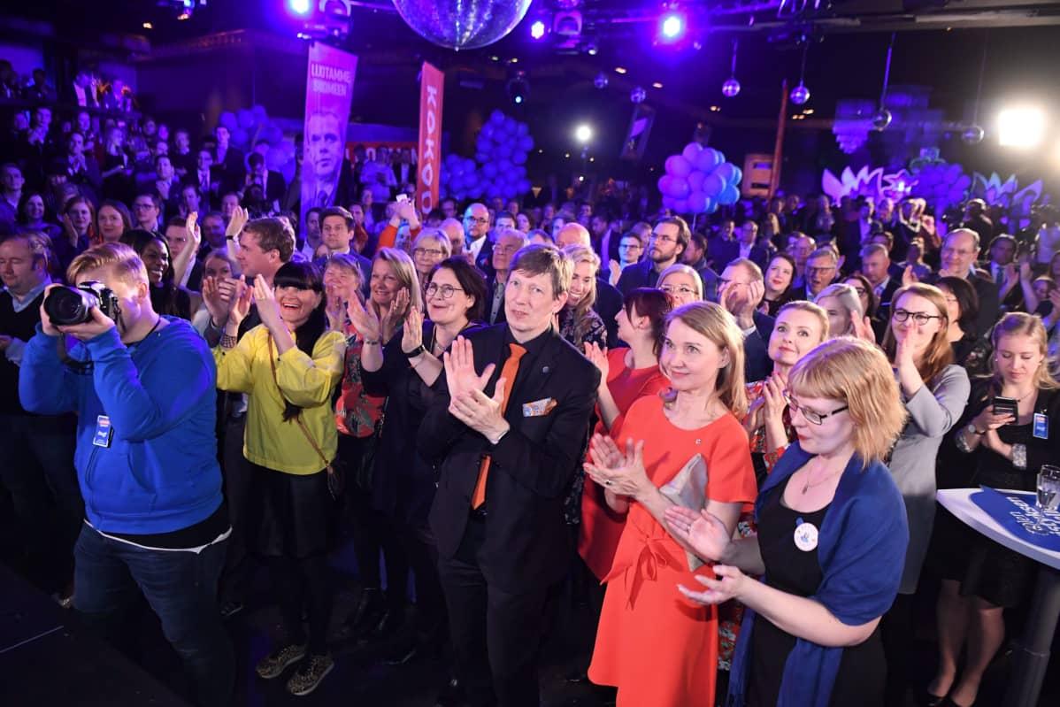 Kokoomus säilytti täpärästi paikkansa Uudenmaan suurimpana puolueena.