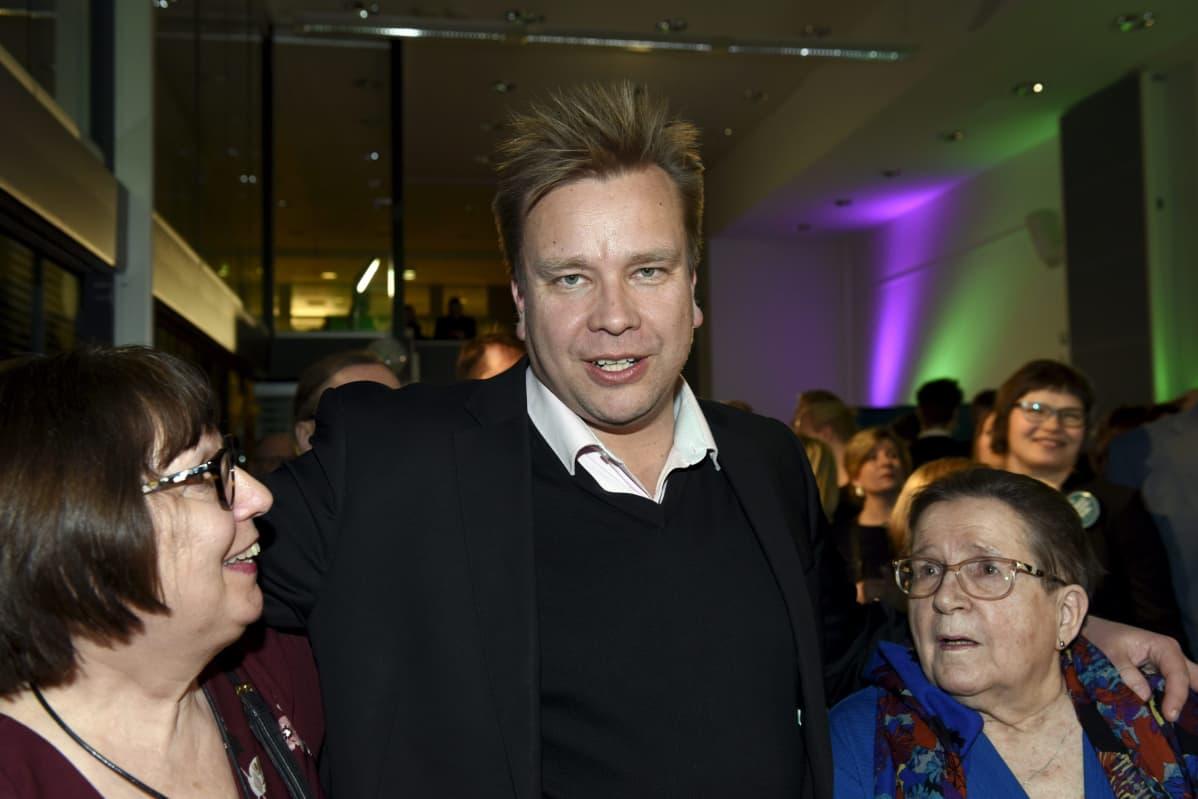 Keskustan Antti Kaikkonen puolueen vaalivalvojaisissa Helsingissä 14. huhtikuuta 2019.