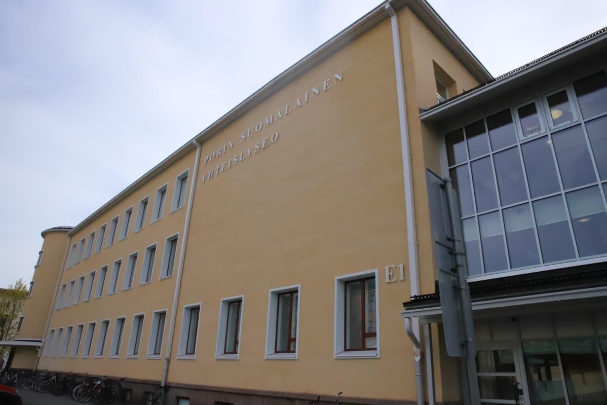 Porin suomalaisen yhteislyseon koulurakennus.