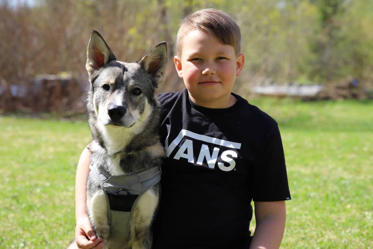 Milo Laine ja Tao-koira.