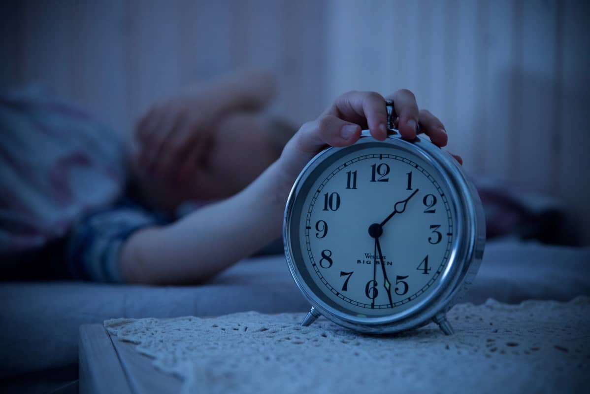 Nukahtamisen viivästymistä kokevat kaikki joskus. Syytä kannattaa alkaa selvittää, jos univaikeudet pitkittyvät ja ne haittaavat arkea.
