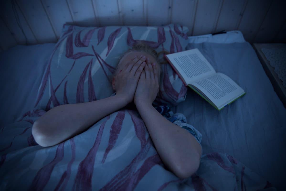 Uni ei tule stressamalla. Jos lapsi tuskailee unettomuuttaan, vanhemman pitäisi pysyä rauhallisena.