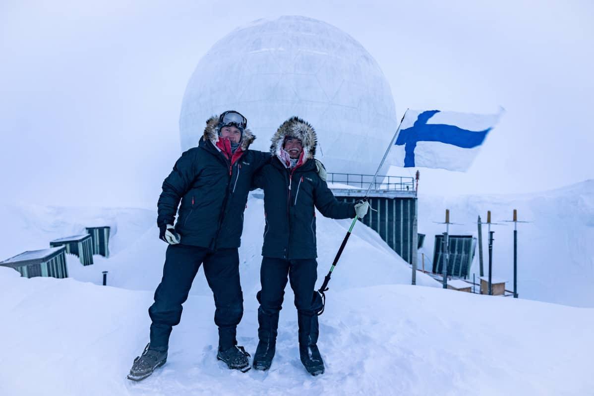 Risto Tella ja Verneri nurmi, telttapari DYE3 edessä