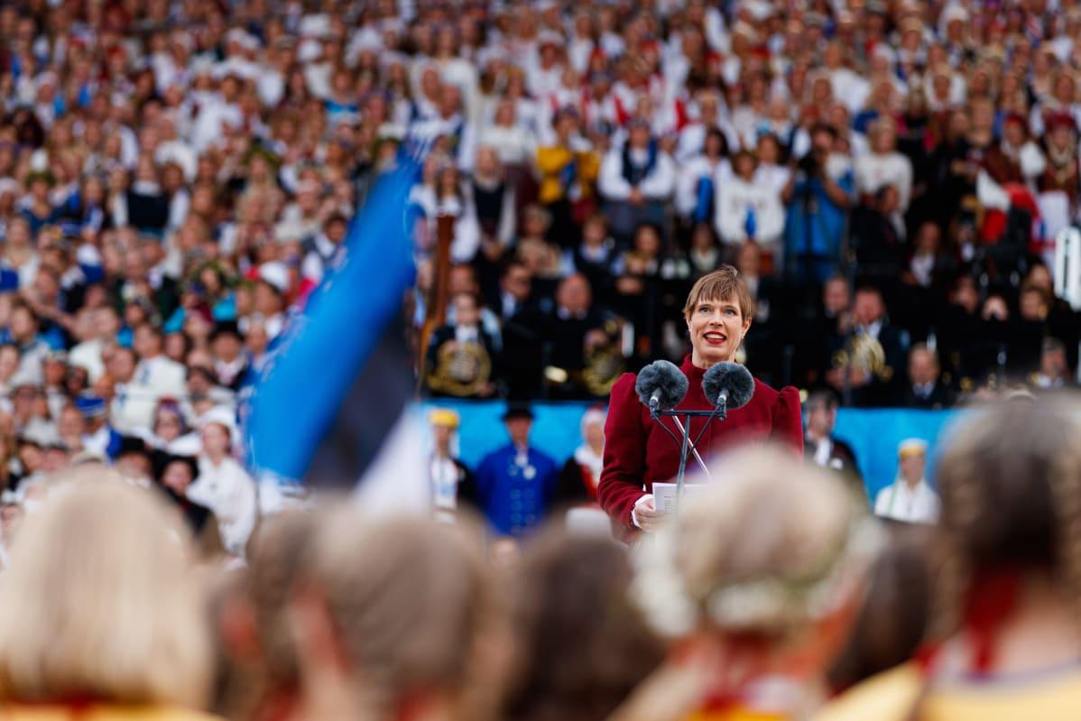 Viron presidentti Kertsi Kaljulaid puhui Tallinnan laulujuhlilla.