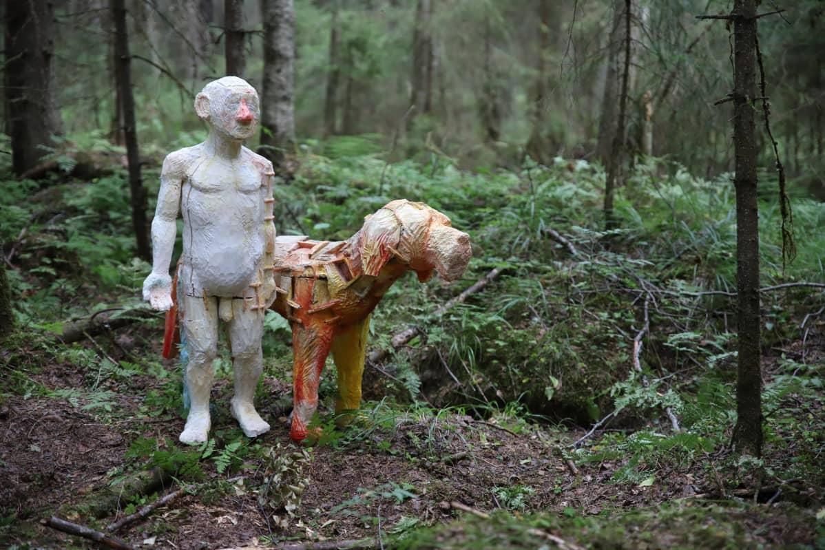 Taideteos metsässä
