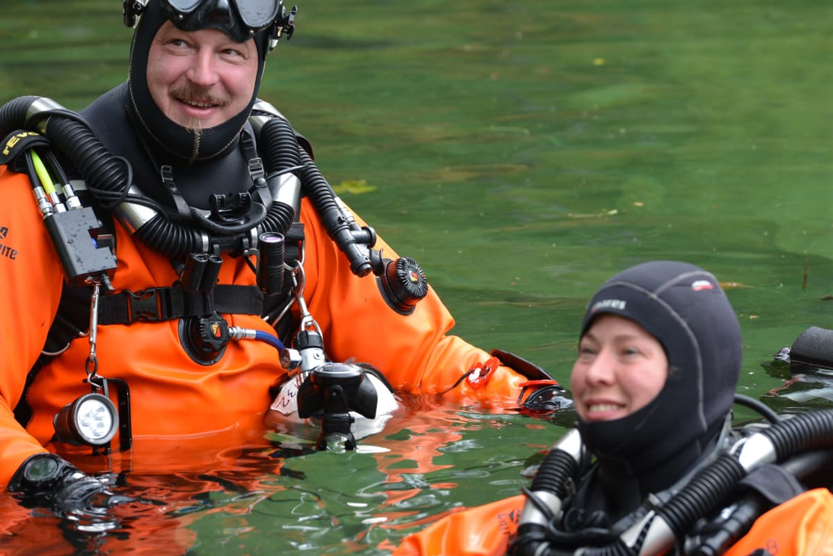 Vastavihityt Jani ja Ina Santala kuvattuna elokuussa sukellushäissään Norjassa.
