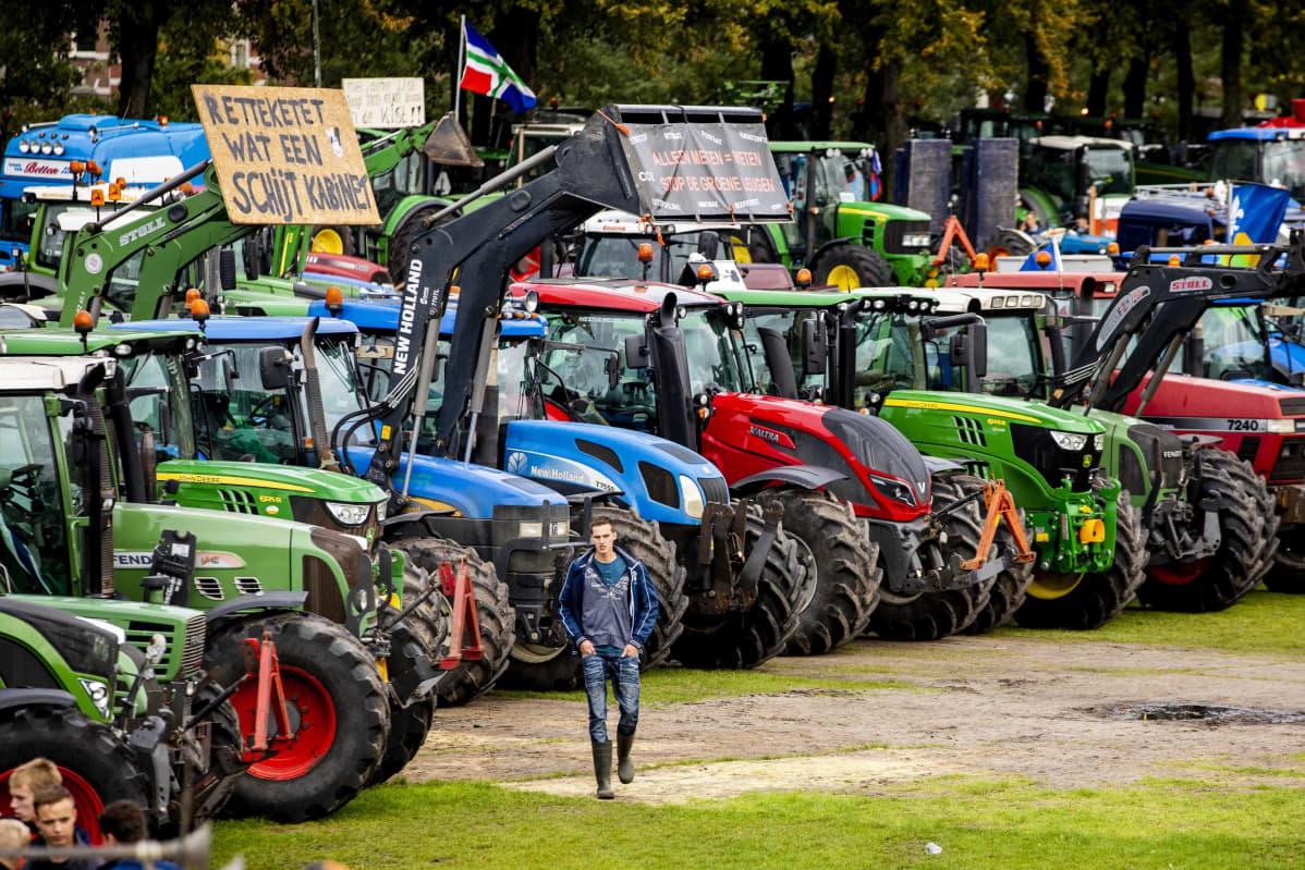 Traktoreita hollannin traktoriprotestissa