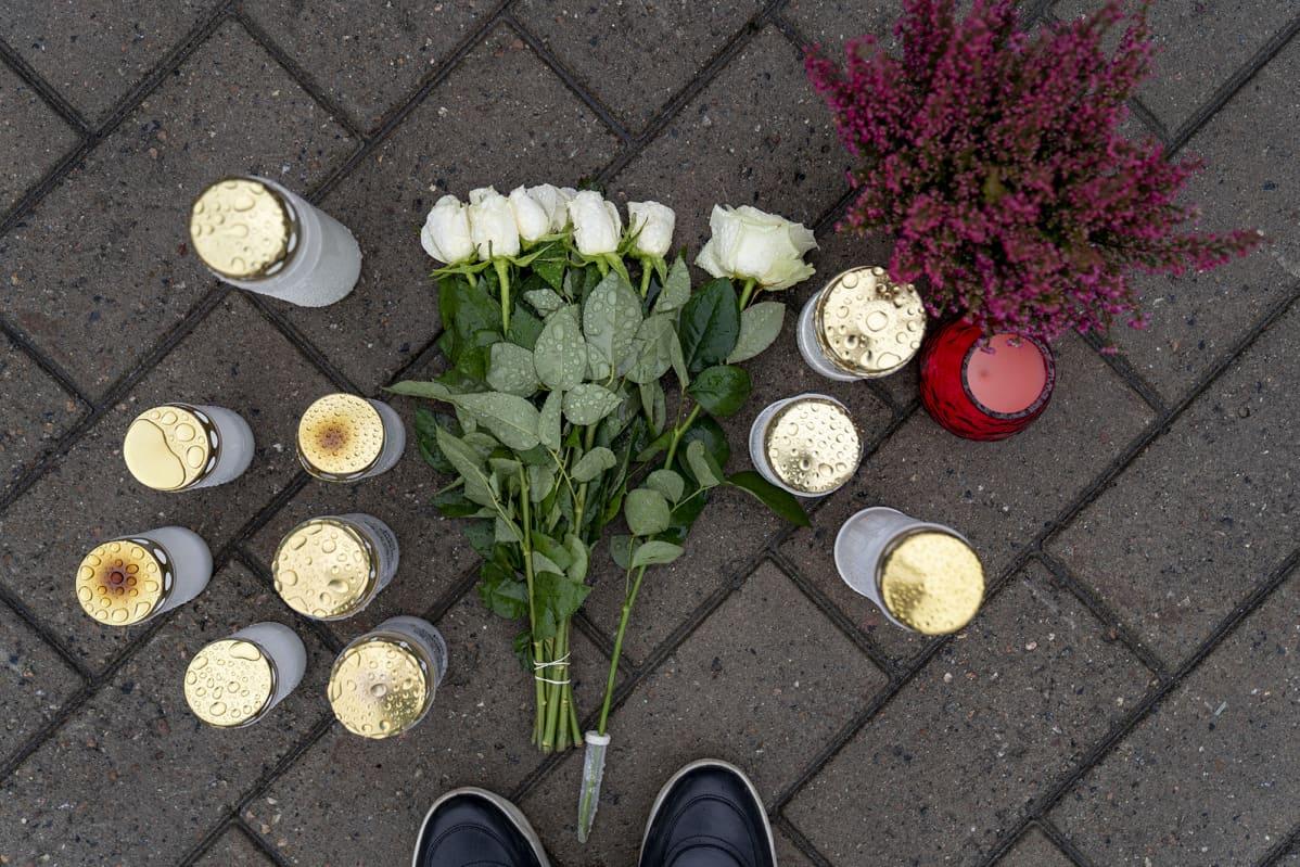 Kuopio koulusurma kukat