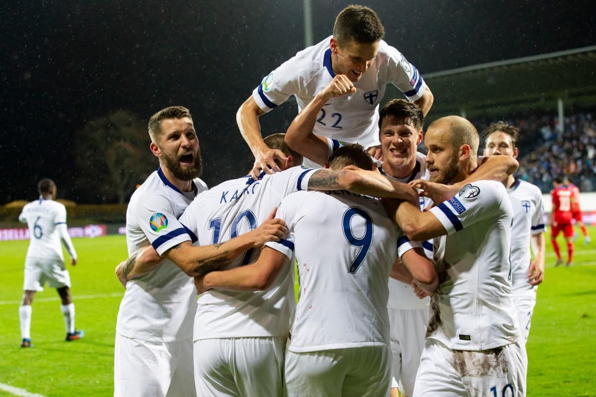 Suomen miesten jalkapallomaajoukkue