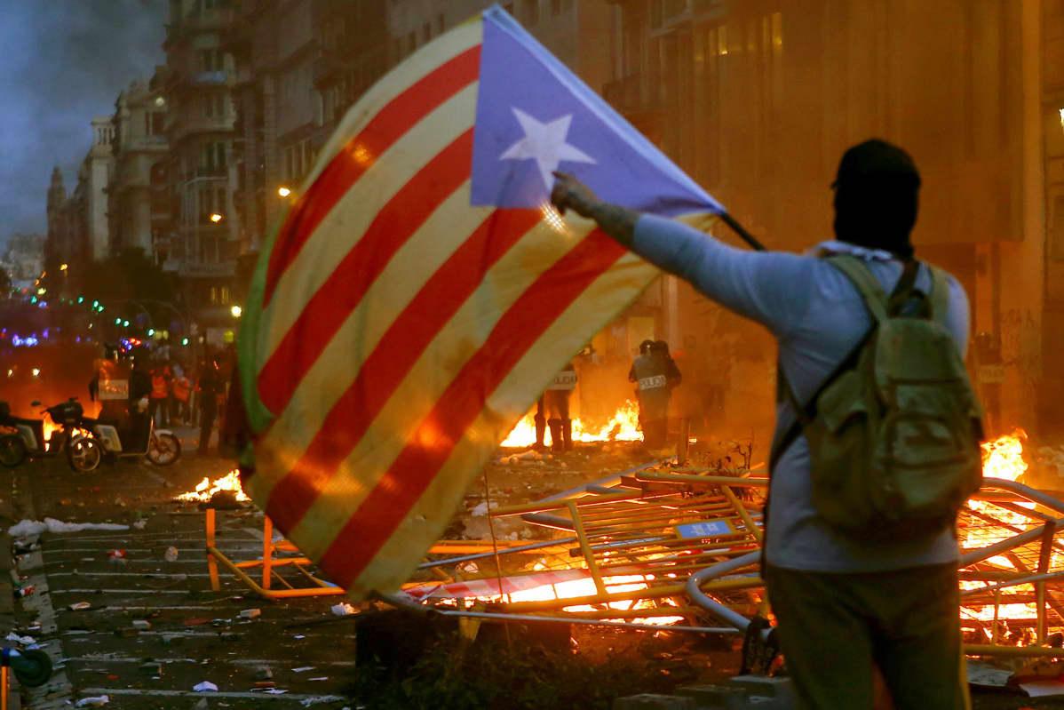 Mielenosoitus Barcelonassa.