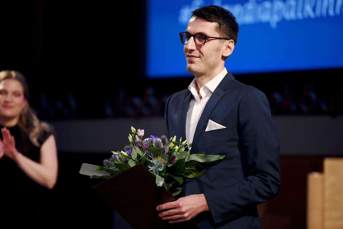 Pajtim Statovci vastaanotti kaunokirjallisuuden Finlandia-palkinnon Helsingissä 27. marraskuuta 2019