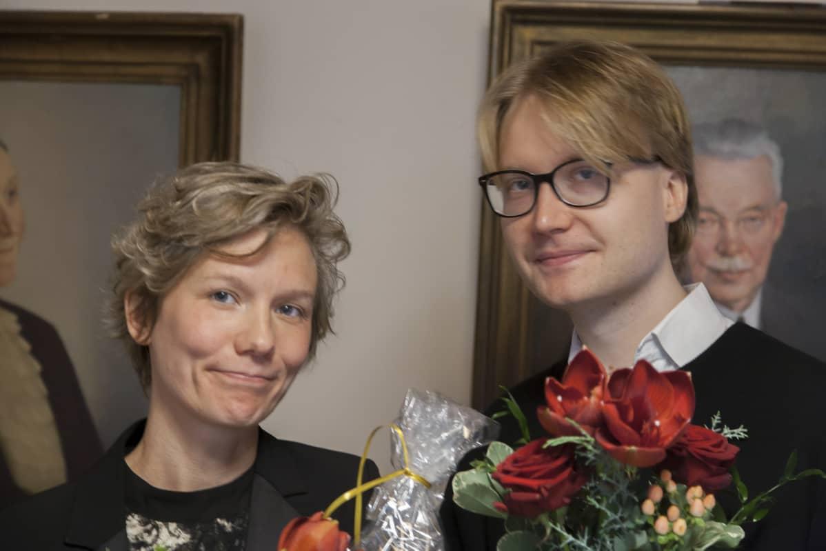 Reetta Pekkanen ja  Pontus Purokuru palkittiin keskiviikkona. Kolmas palkittu Juhani Karila ei ollut tilaisuudessa.