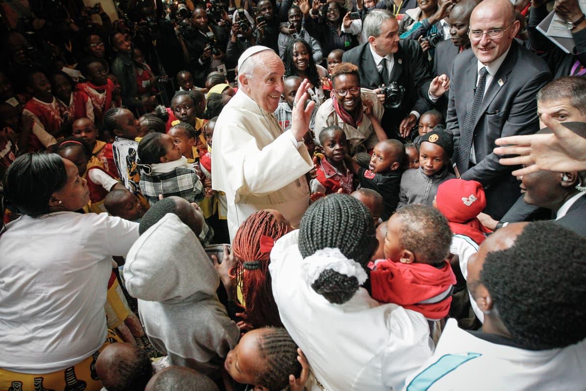 Paavi Franciscus vierailee Nairobissa.