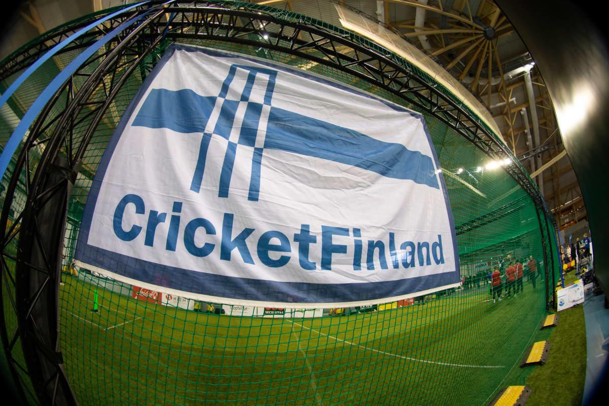 Suomen krikettimaajoukkueen lippu.