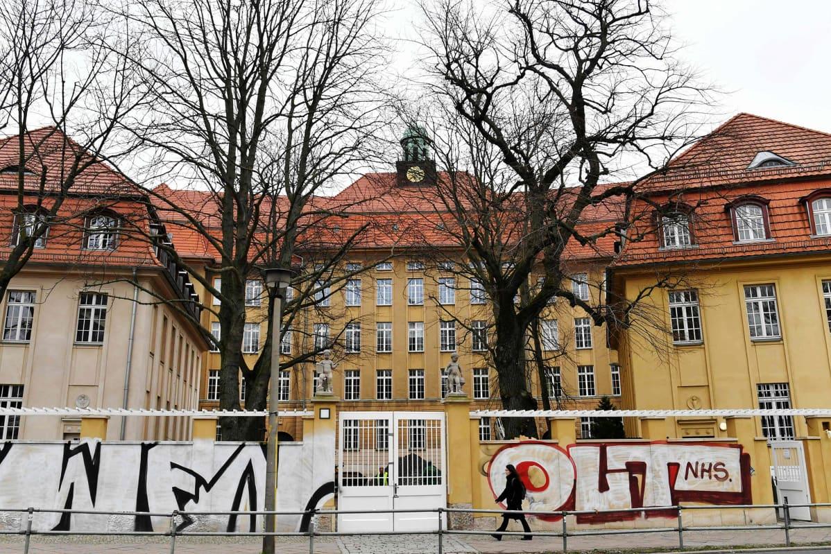 Kuvassa on Berliinissä suljettu Emanuel-Lasker-Oberschulen koulu.