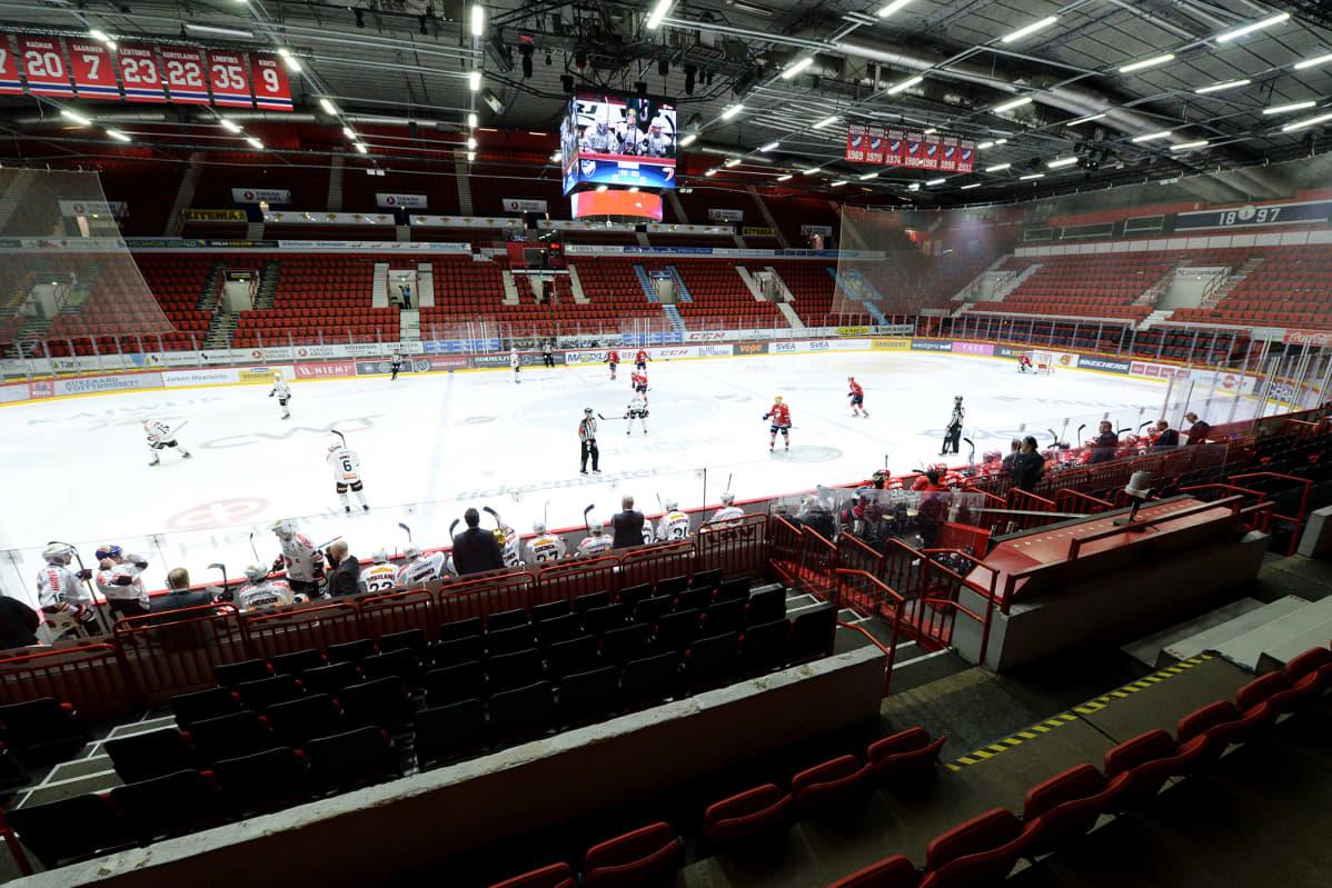 Jääkiekon Liigan ottelu HIFK - JYP Helsingissä pelattiin ilman yleisöä torstaina.