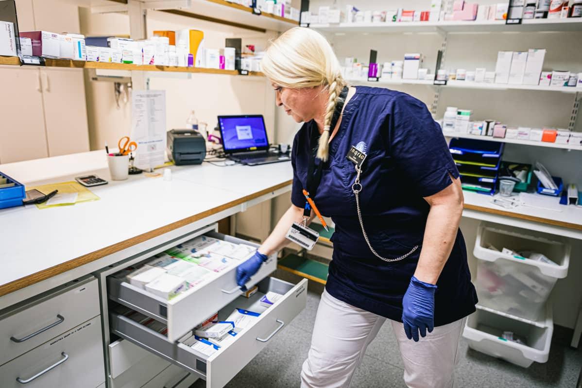 Vaikka Ruotsi on epäonnistunut vanhusten suojelemisessa, pitää Aspinen Ruotsia erittäin hyvänä maana työskennellä sairaanhoitajana.