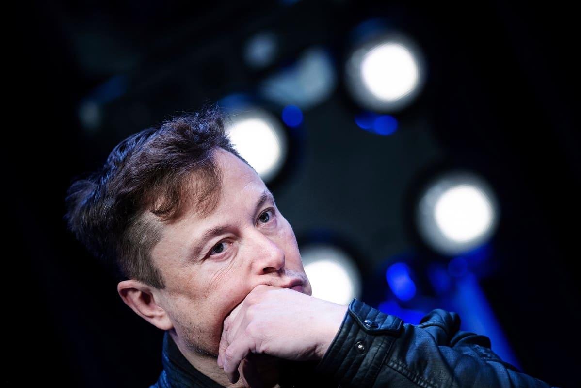 Kuvassa on Elon Musk.