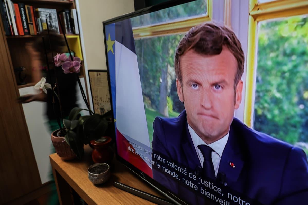 Ranskan presidentti Macron tv-ruudussa