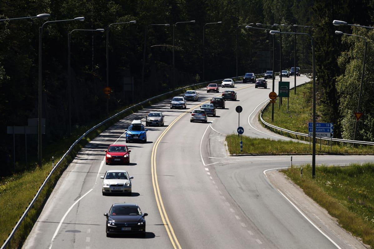 Juhannuksen menoliikennettä 9-tiellä Tampere-Orivesi välillä Tampereella 18. kesäkuuta 2020.